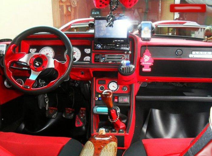 Тюнинг салона LADA 2107 красный
